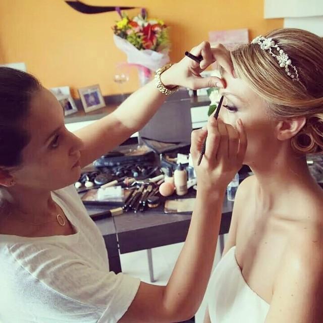 Siempre salgo con la misma cara trabajando ? Os prometo que me gusta mi trabajo, es mi cara de concentración ? #maquillajenovia #bridalmakeup