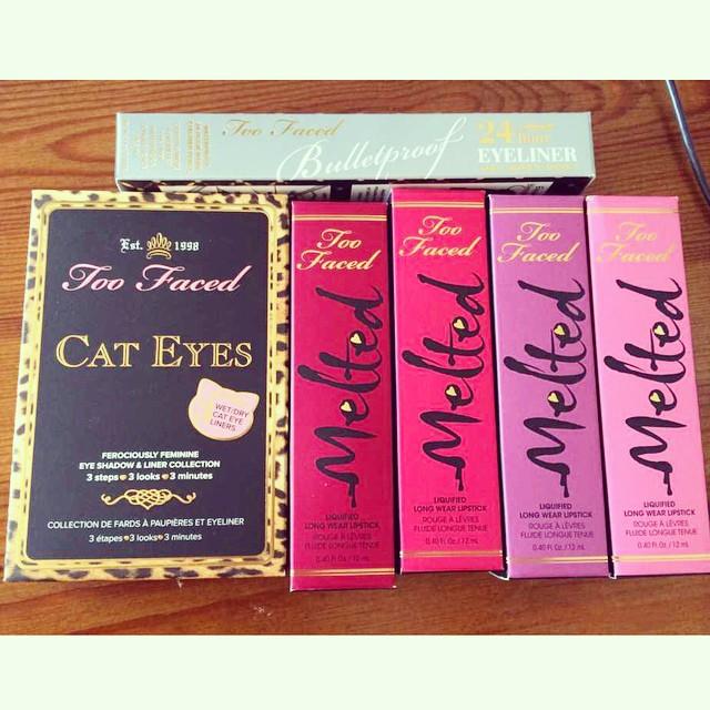 SORTEO! Gracias a @TooFaced por patrocinar este sorteo ? El premio consta de : Paleta Cat Eyes, Melted Berry, Melted Candy, Melted Fig y Melted Marshmallow (ninguno disponible en España) y  Bulletproof Liner.  Para participar sólo tenéis que seguir en Instagram a @toofaced y @makeupzonenet, y publicar esta foto con el hashtag #TooFacedMakeupzone  El sorteo es internacional, finaliza el día 30 de Septiembre a las 00.00 horas, y el ganador será seleccionado de forma aleatoria.  SUERTE!! ?