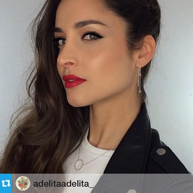 #Repost @adelitaadelita_ ・・・@lovan21 increíblemente guapa con colgante circulo brilli y pendientes colgados súper rockeros! Maquillaje por @makeupzonenet y pelo @sagoa #guapaarabiar #adelitaadelita #makeupzone #rock